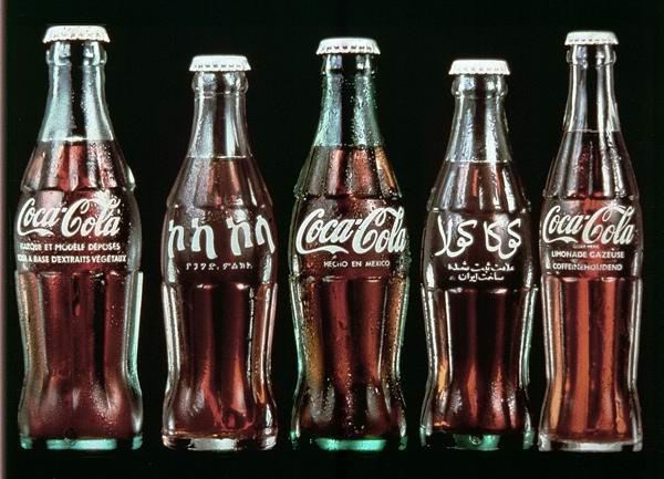 可口可乐瓶的进化史 183 I D 公 社